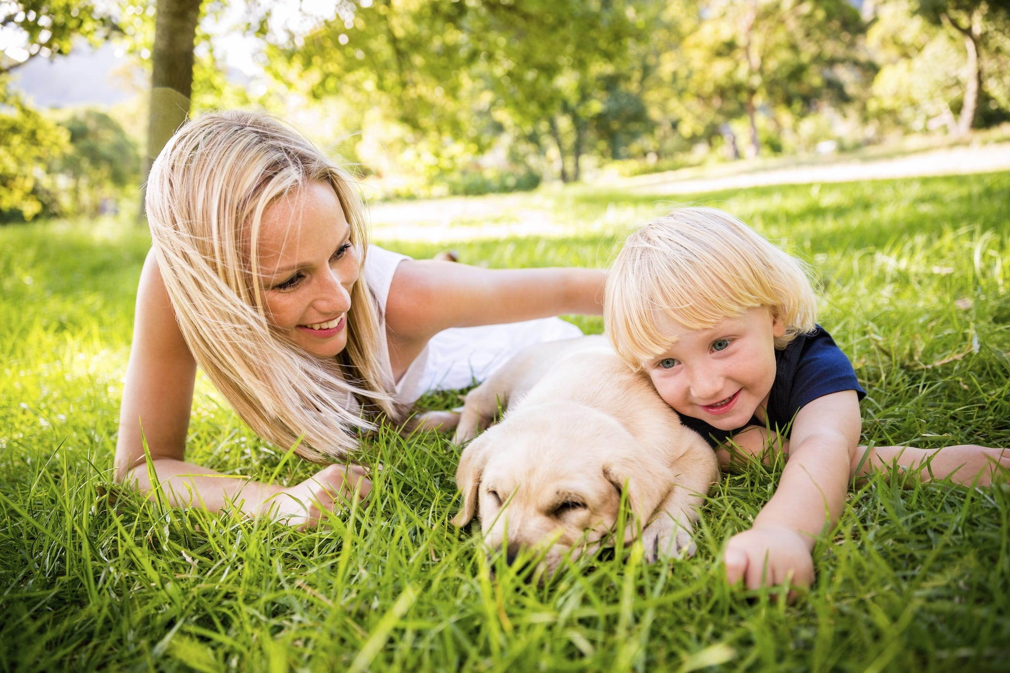 Family and puppy